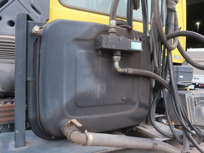 2321   UDトラックス トラクタ ダンプポンプ付