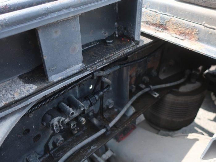 2443 三菱 トラクタ リアエアサス 油圧ポンプ付
